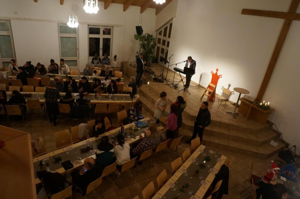 Musik beim Eintreffen der Gäste